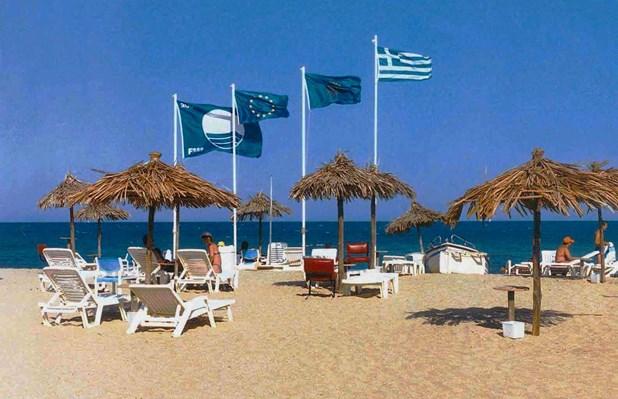 Γαλάζιες σημαίες σε τρεις παραλίες του Δήμου Τεμπών
