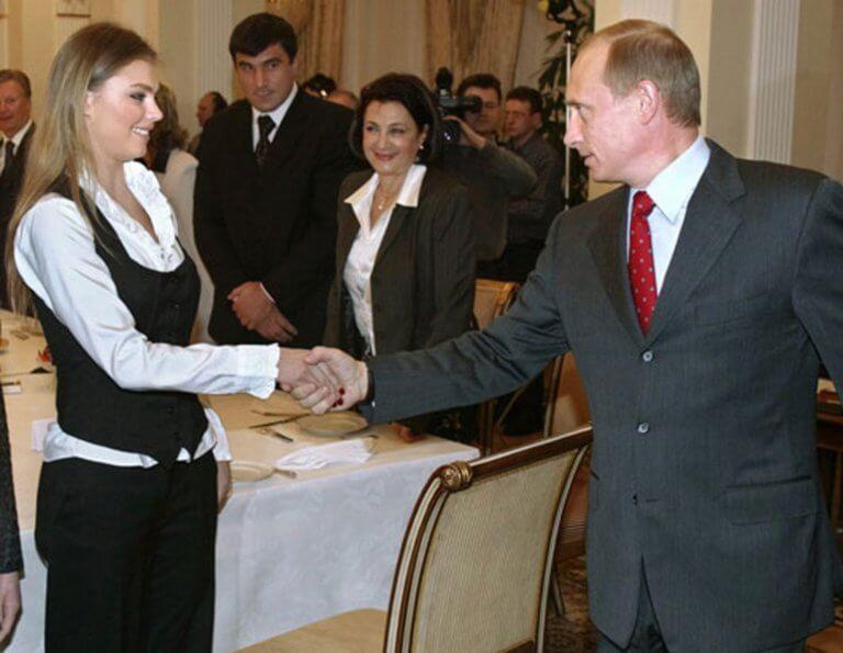 Εκ νέου πατέρας ο Βλαντιμίρ Πούτιν! Γέννησε δίδυμα η Αλίνα Καμπάεβα