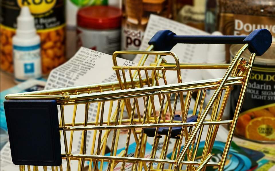 Μειωμένες τιμές από σήμερα σε σουπερμάρκετ, εστίαση και ενέργεια - Αναλυτικά τα προϊόντα