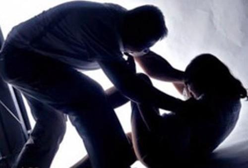 Τρόμος για 27χρονη - Ληστής εισέβαλε στο σπίτι της και επιχείρησε να τη βιάσει