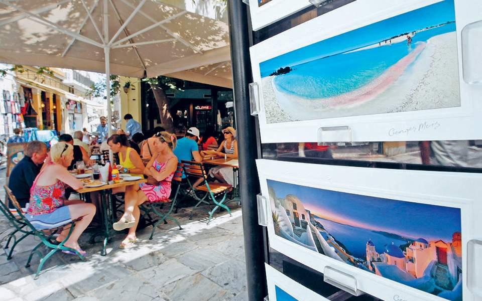 «Δίχτυα» στις παραλίες απλώνουν 300 ελεγκτές της εφορίας