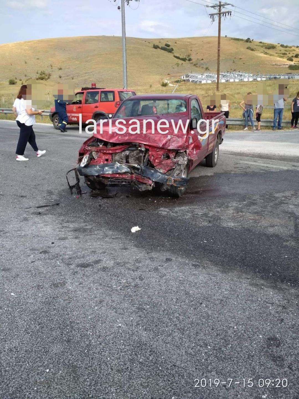 Τροχαίο με τραυματισμούς στη Λάρισα μετά από σύγκρουση οχημάτων (ΦΩΤΟ)