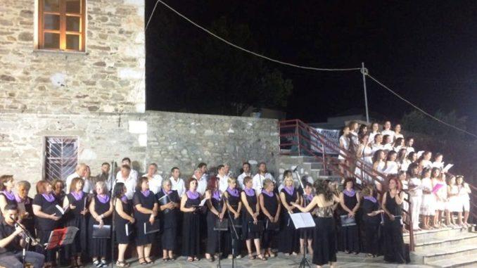 Μεγάλη επιτυχία είχε η συναυλία-αφιέρωμα στον Σταύρο Ξαρχάκο στην Τσαριτσάνη - ΦΩΤΟ