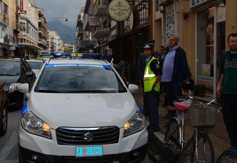 Εξόρμηση από την τροχαία και το δήμο Βόλου για το παράνομο παρκάρισμα