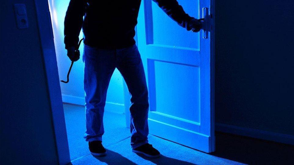 Αλλοδαπός με τρεις καταδίκες διέρρηξε σπίτι