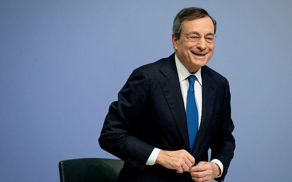 Ντράγκι: Η πορεία της Ελλάδας προς τα αρνητικά επιτόκια είναι ένα success story