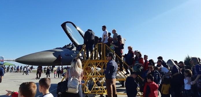 Λάρισα: Γιόρτασε η Πολεμική Αεροπορία με χιλιάδες κόσμου στην 110 – ΦΩΤΟ