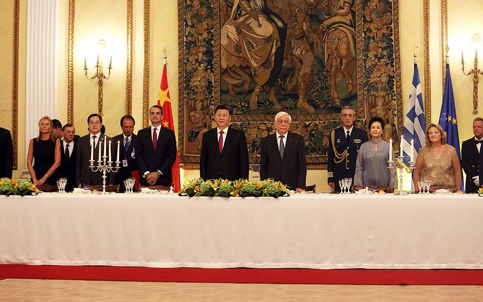 Δείπνο προς τιμήν του Σι Τζινπίνγκ στο Προεδρικό Μέγαρο