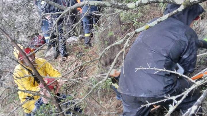 Τραγωδία στην Κατερίνη: Η στιγμή που πυροσβέστες ανασύρουν νεκρές τη 17χρονη και τη μητέρα της - ΒΙΝΤΕΟ
