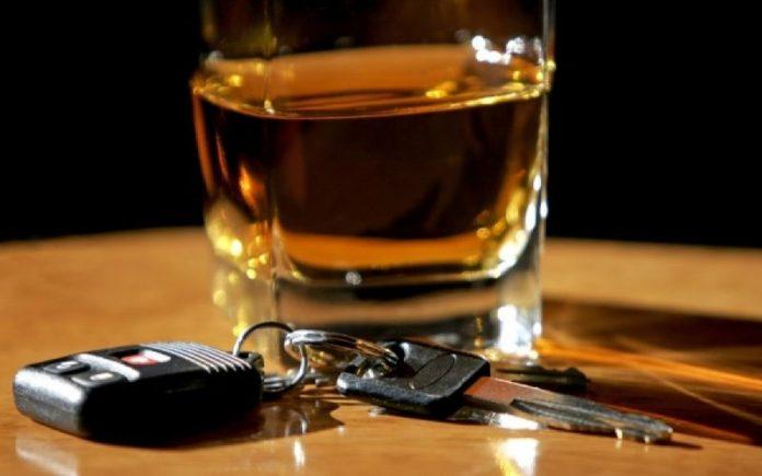 Πήρε κρυφά το αυτοκίνητο της μητέρας του, τα ήπιε και … «έσπασε» το αλκοολόμετρο!