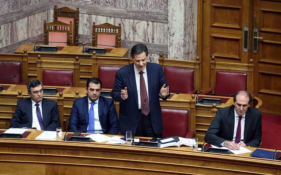 Ιδιότυπο μπρα ντε φερ κυβέρνησης - ΣΥΡΙΖΑ στη συζήτηση για τον Προϋπολογισμό