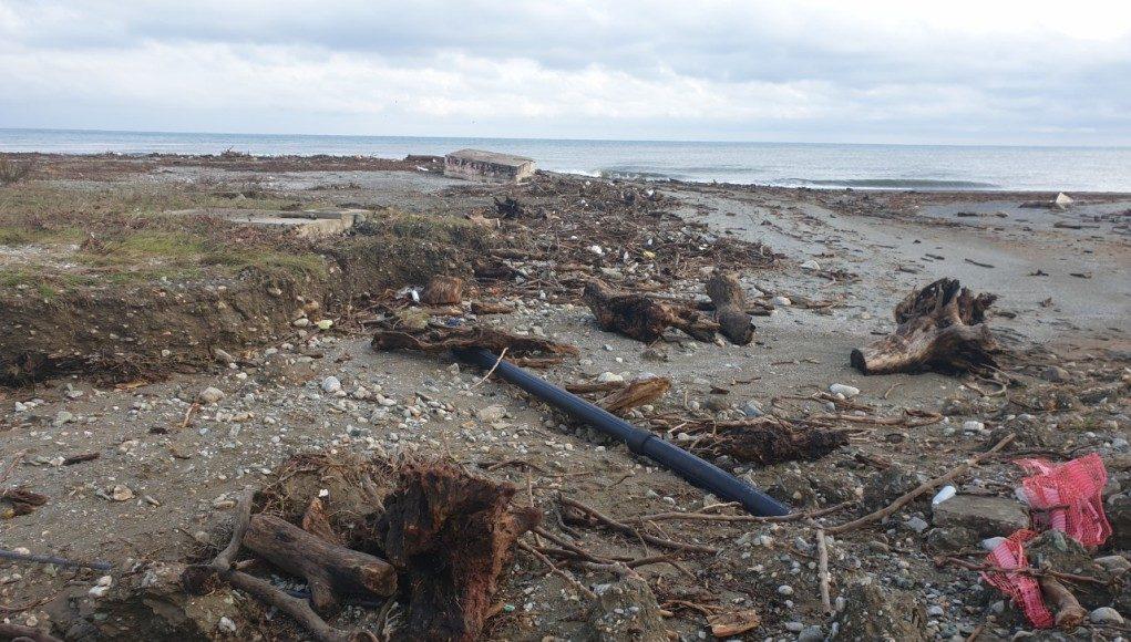 Τεράστια καταστροφή στα παράλια της Αγιάς Λάρισας