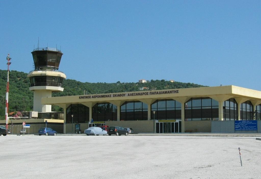Τηλεφώνησε σε Πυροσβεστική και Κέντρο Υγείας για βόμβα που είχε βάλει στο αεροδρόμιο Σκιάθου…