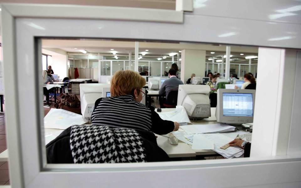 Η αύξηση του κατώτατου μισθού δεν επέδρασε αρνητικά στην απασχόληση