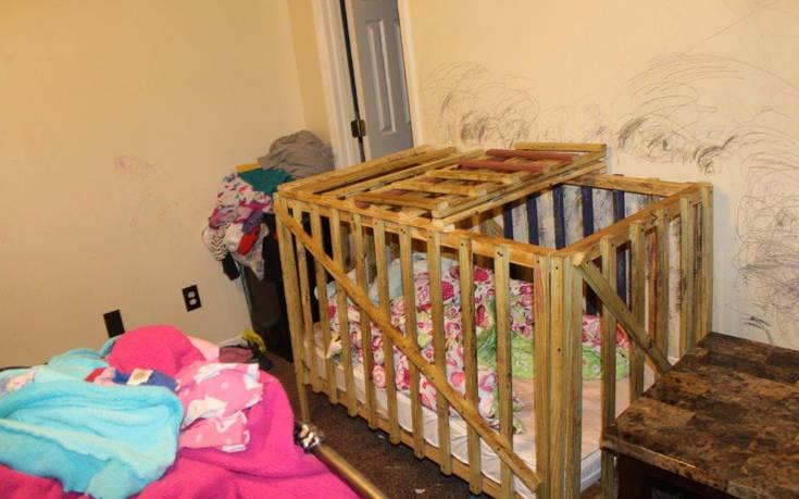 Αυτό είναι το σπίτι-κολαστήριο όπου κλείδωναν τέσσερα μικρά παιδιά σε αυτοσχέδια κλουβιά