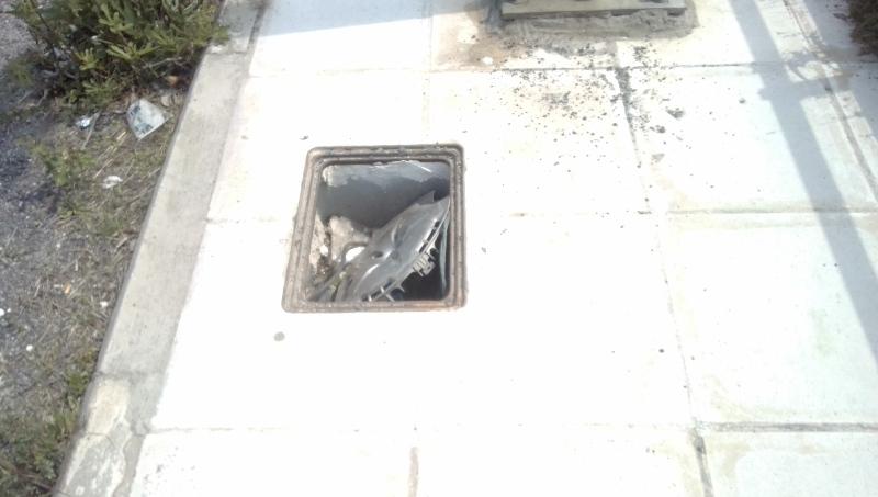 Πεζοδρόμια «παγίδες» στον περιφερειακό στο Βόλο (φωτογραφίες)