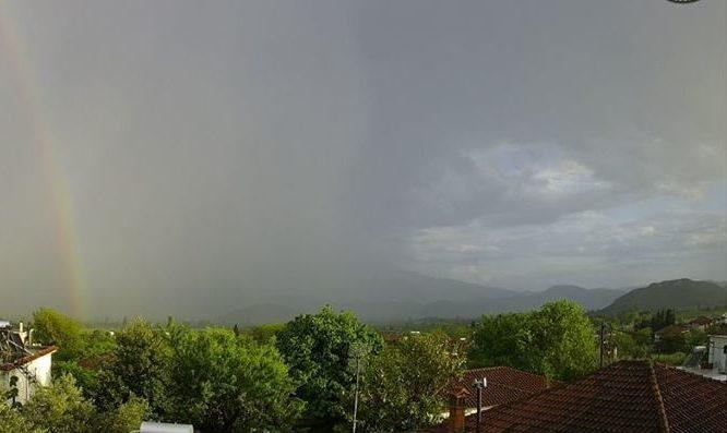 Ένα σπάνιο και εντυπωσιακό φαινόμενο εμφανίστηκε στον ουρανό της Λάρισας (pic)