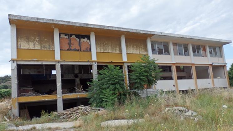 Κτίριο – «ξέφραγο αμπέλι» στην Ελασσόνα!