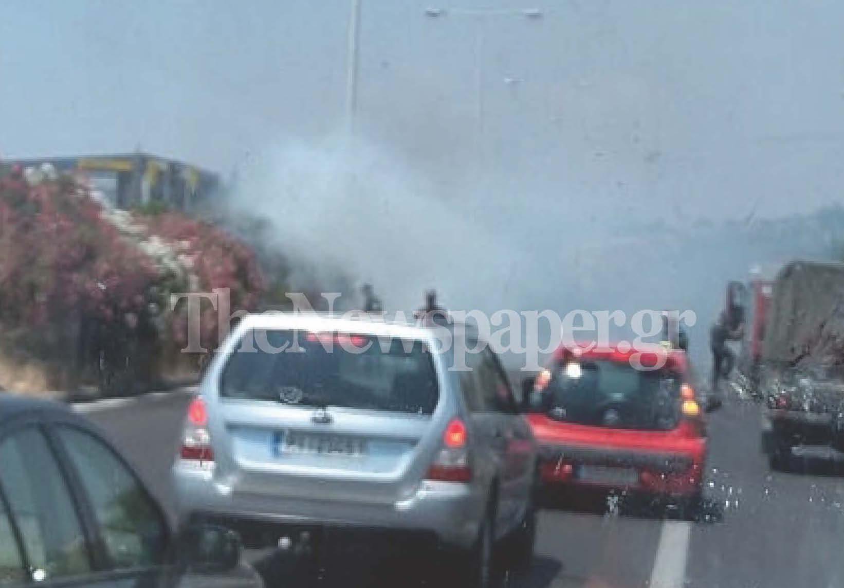 Φωτιά στη διαχωριστική νησίδα της ΒΙΠΕ Βόλου προκάλεσε τροχαίο ατύχημα [εικόνες]