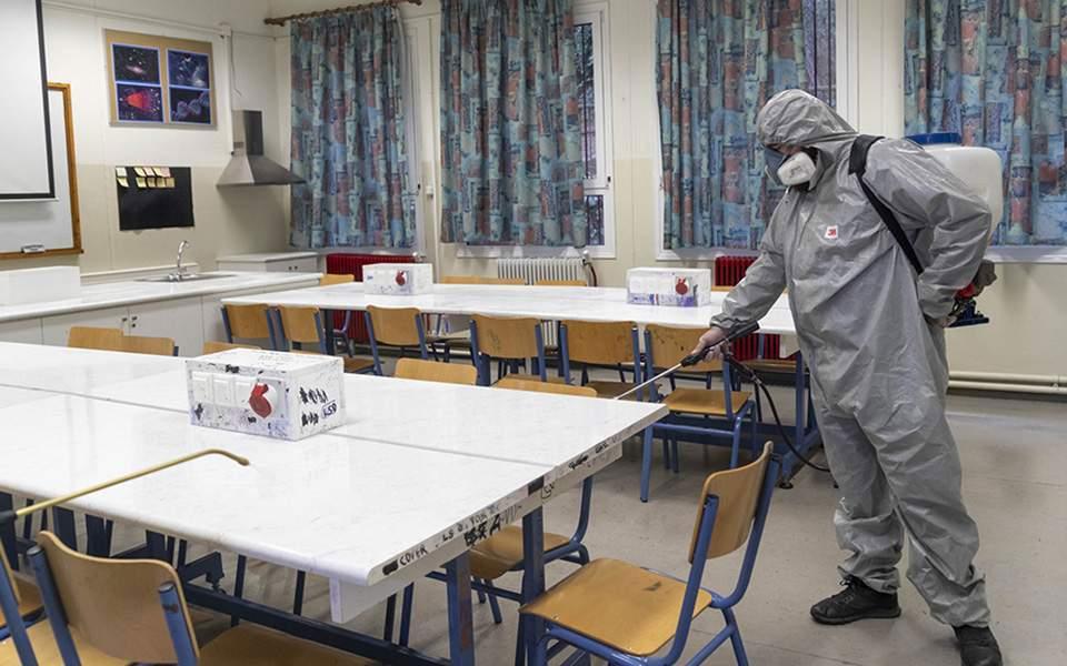 Κρούσματα κορονοϊού σε σχολεία: Πότε και ποιος θα αποφασίζει το κλείσιμο – Τα συμπτώματα του ιού