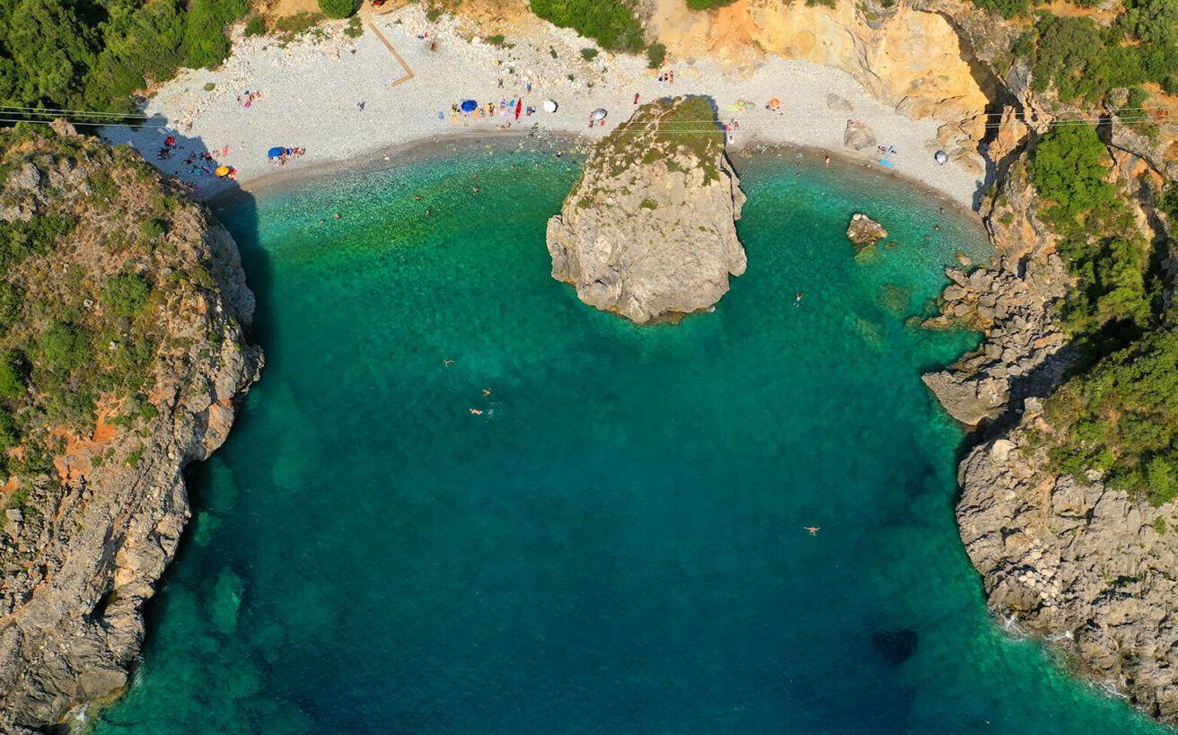 Η μεθυστική ελληνική παραλία με το τρομακτικό όνομα - ΦΩΤΟ