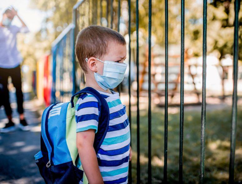 Φιάσκο με τις μάσκες που μοιράστηκαν στους μαθητές, ζητούνται παραιτήσεις