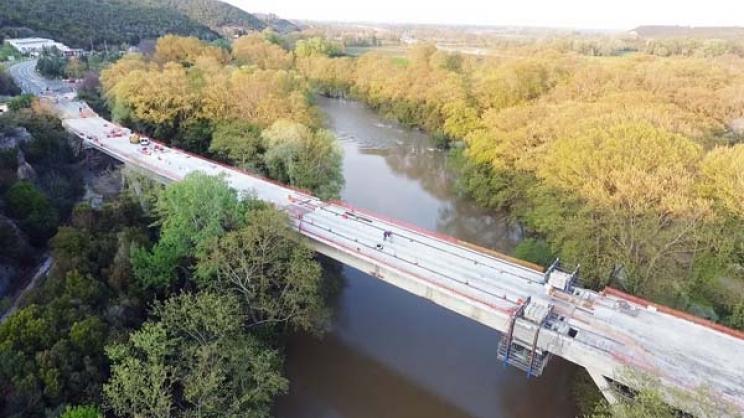 Λάρισα: Συνεχίζεται η ανακατασκευή της γέφυρας Τεμπών