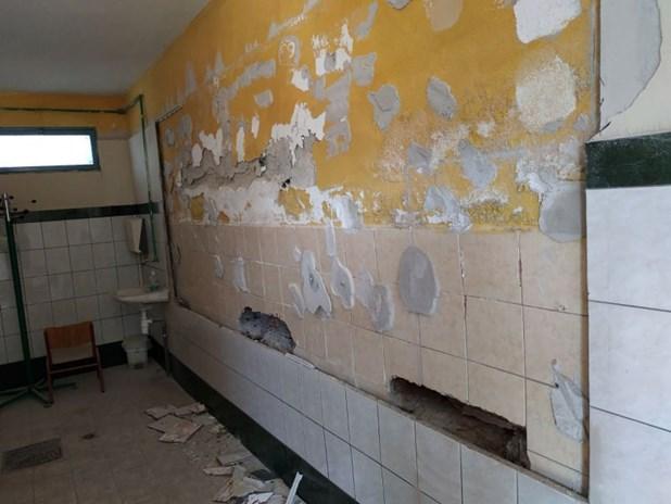 Κατέρρευσε τμήμα τοίχου με πλακάκια στις τουαλέτες του δημοτικού σχολείου Κρανέας Ελασσόνας