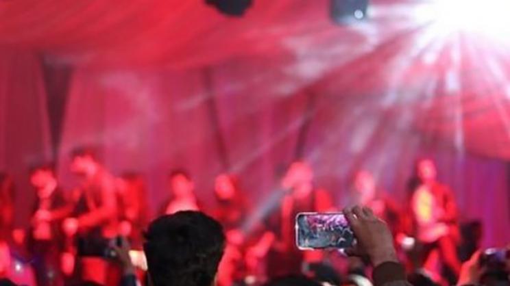 Λάρισα: Το Facebook «καρφώνει» τα κορονοπάρτι
