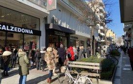 Η κίνηση σήμερα στην αγορά της Λάρισας με την επαναλειτουργία των καταστημάτων - ΦΩΤΟ
