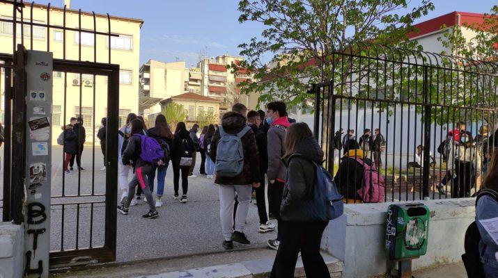 «Κουδούνι» με self test, μάσκες και μέτρα στα σχολεία της Λάρισας (ΦΩΤΟ-ΒΙΝΤΕΟ)