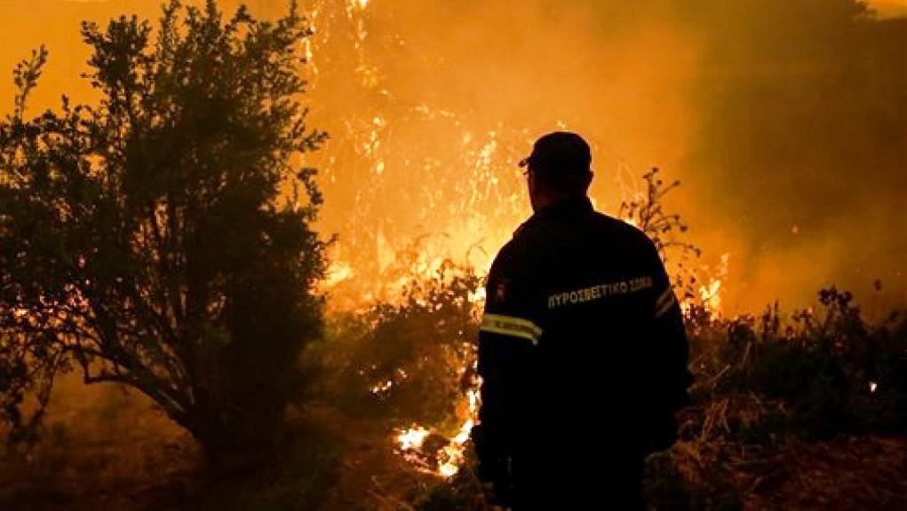 Μεγάλη πυρκαγιά σε δυσπρόσιτη περιοχή στα όρια Ηρακλείου – Λασιθίου
