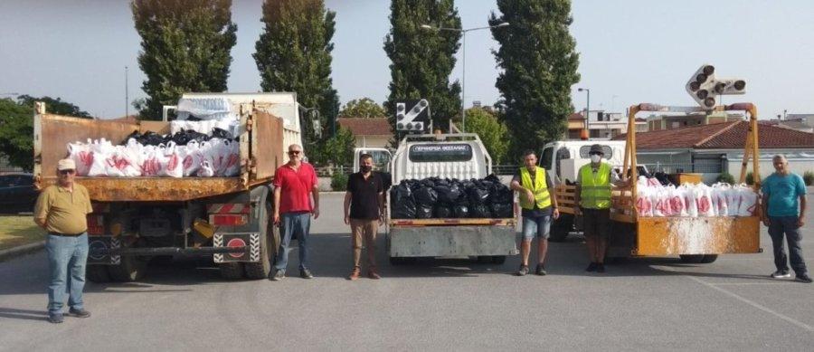 600 δέματα αλληλεγγύης σε σεισμόπληκτες οικογένειες από την Περιφέρεια Θεσσαλίας