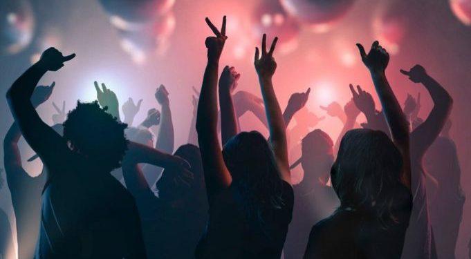 Μύκονος: Ο Άραβας κροίσος και οι VIP καλεσμένοι – Πώς η ΕΛΑΣ κατάφερε να σταματήσει στο παρά πέντε κορονοπάρτι