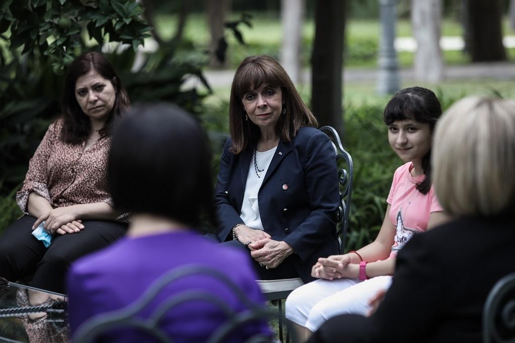 Συνάντηση της ΠτΔ με τη 12χρονη πρόσφυγα που πήρε υποτροφία στη Βοστώνη