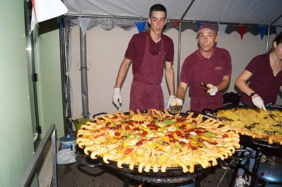 Paella avec Du Soleil dans la Cuisine