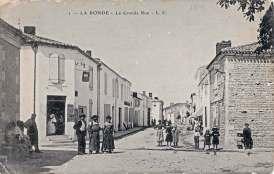 La-Ronde-grande-rue-carte-postale-1916