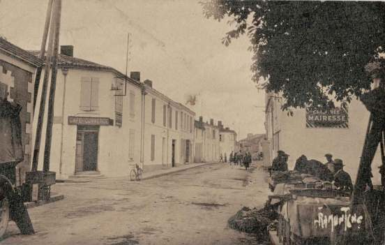 La-Ronde-route-Bazoin-carte-postale-1945