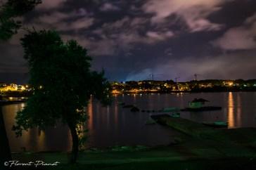 Vue nocturne du rivage depuis le camping Arena-Stoja (Pula).