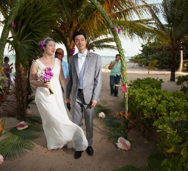 placencia-belize-beach-wedding-couple-2