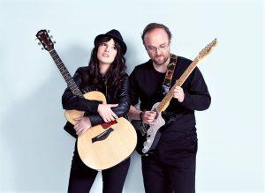 Random Thinking y las guitarras son pareja de hecho.