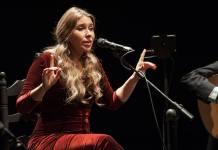 La artista onubense, Rocío Márquez, en directo.
