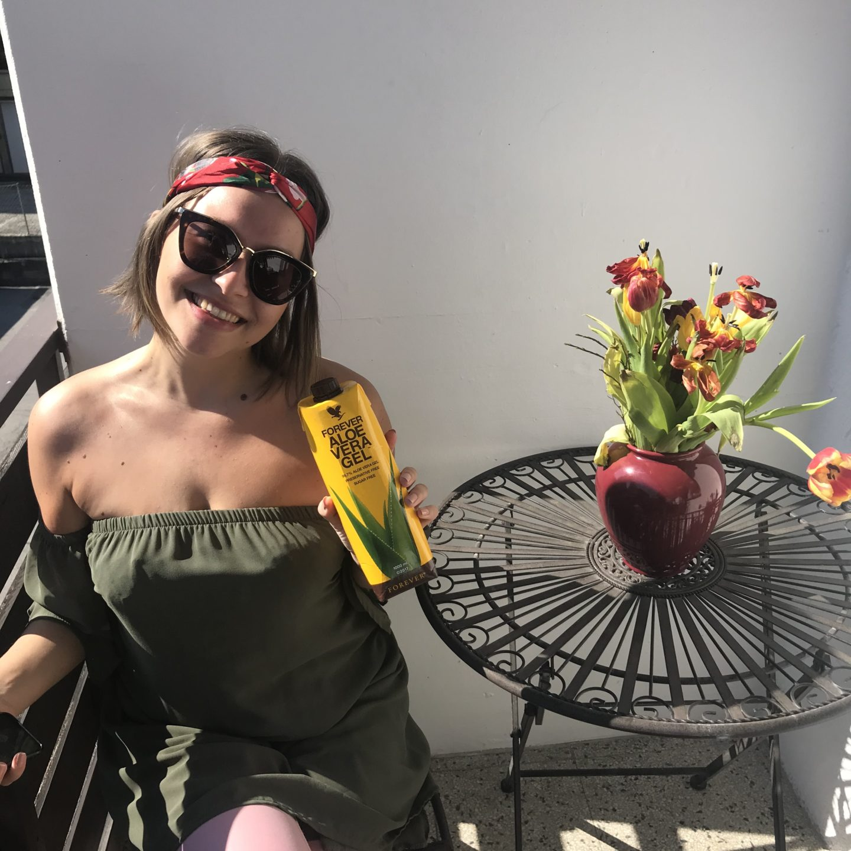 Sara Erb aka La Sara Leona mit ihrem Aloe Vera Gel in der Corona Virus Krise