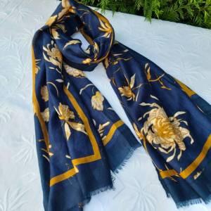 fular azul marino flores cuello las caprichosas