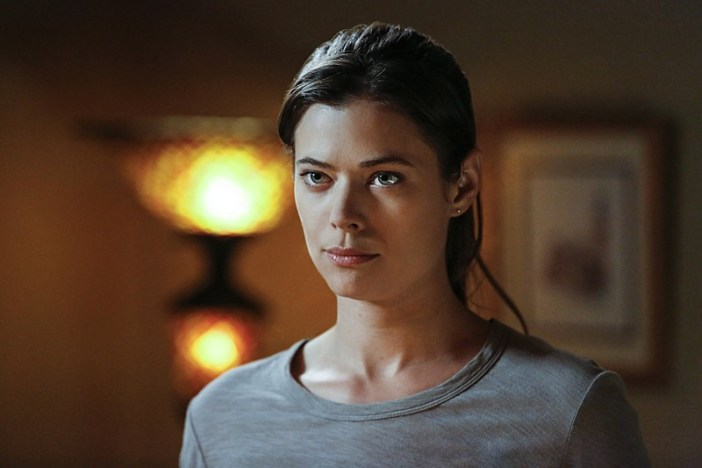 """Frequency -- """"Signal and Noise"""" -- Image Number: FRG102a_0176.jpg -- Pictured: Peyton List as Raimy -- Photo: Bettina Strauss/The CW -- © 2016 The CW Network, LLC. All rights reserved."""