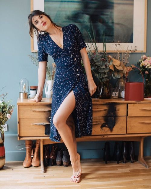 Femenina y sexy con un vestido liberty con abertura   Feminine and sexy with a liberty dress