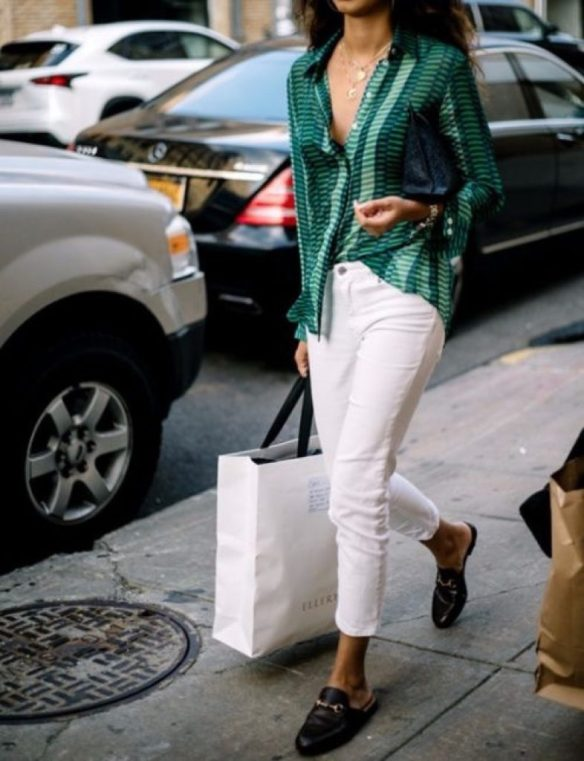 How to wear white jeans, with soft blouse - La Selectiva