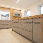 Kuche In Beton Kombiniert Mit Holz Laserer Tischlerei