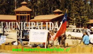 Olla común frente al municipio, año 2004.