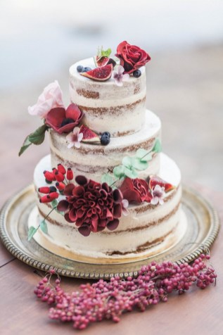 Naked wedding cake rouge